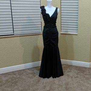 XSCAPE Black Long Formal Dress size 6